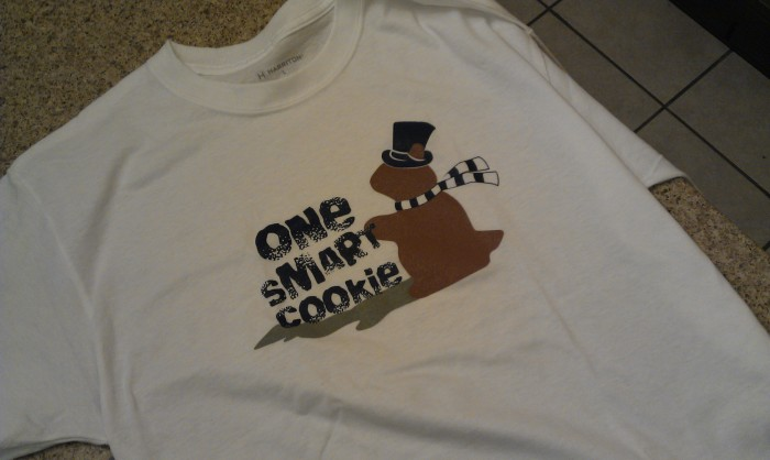 Mijn Groundhog day t-shirt, na het versieren van een cookie