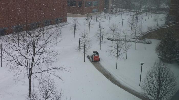 Bobcat sneeuwschuiver aan het werk