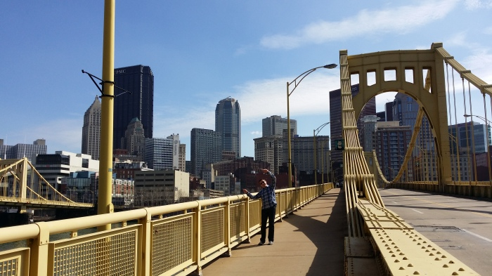 Michiel op een van de vele bruggen
