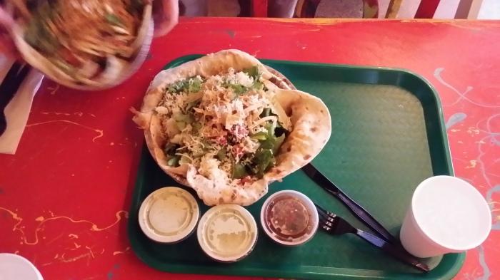 De overheerlijke salade bij Cafe Rio met versgemaakte tortilla - beats Chipotle!!