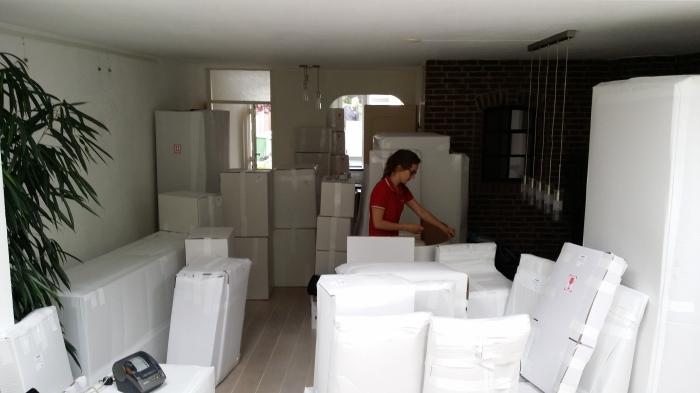 Alles gaat in witte dozen en wit karton