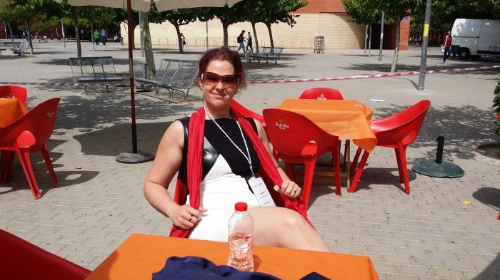 Op het terras op de campus van de universiteit van Valencia