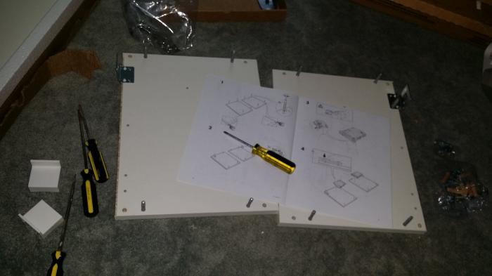 IKEA kastje nummer 1. Zelf in elkaar zetten