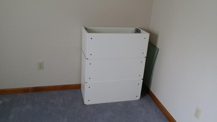 Het frame van de eerste drie IKEA kastjes