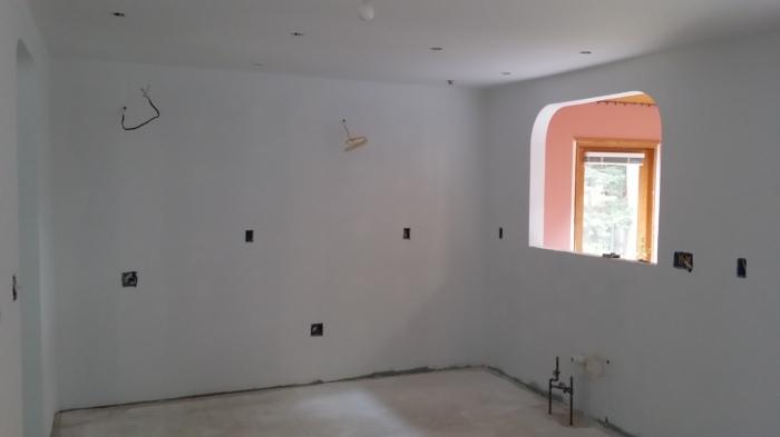 De keuken in de primer. Wat is wit toch een mooie kleur...