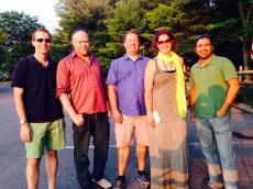 Team voor de minigolf: Alex, Steve, Scott, ik en Pranav