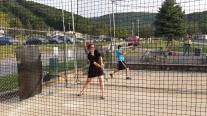 Mijn poging in de batting cage. Op teenslippers en in jurkje. Dat dan weer wel.