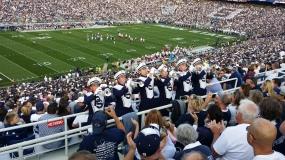 Een afvaardiging van de Blue Band vlak bij onze tribune