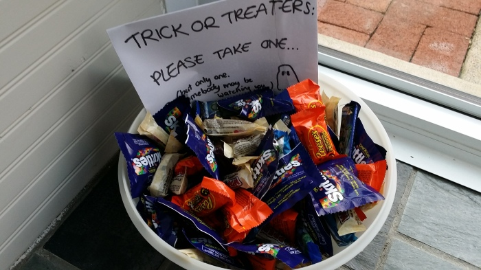 Onze bak met snoep voor Halloween