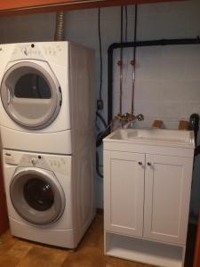 De nieuwe situatie. Met waterpunt naast de wasmachine!