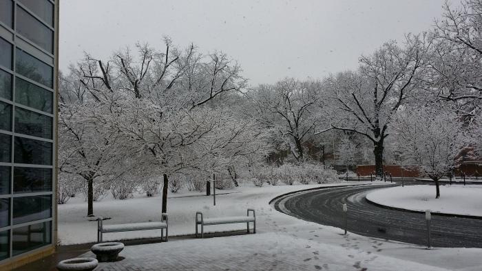 Sneeuw buiten de business school