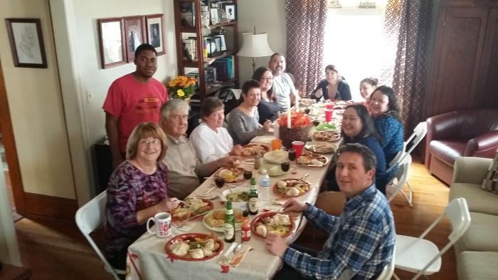 Emma's familie tijdens het Thanksgiving diner