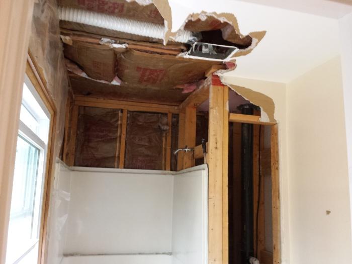 En het plafond eruit...