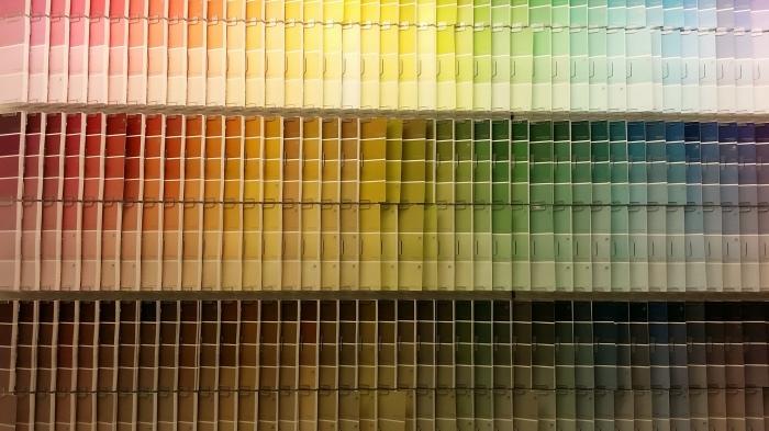 Kleurkaartjes-kunst in de bouwmarkt