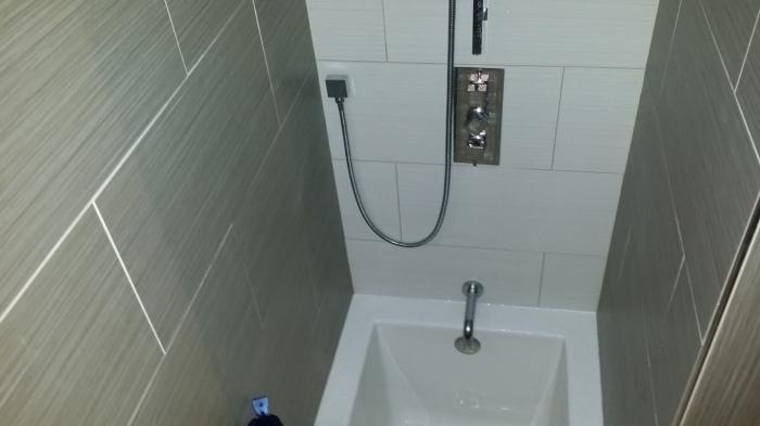 De andere kant van het bad - hier zit dus een regendouche boven :-)