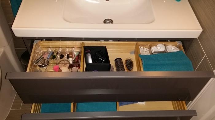 De inrichting van het badmeubel :-)