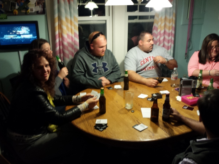 Cards against Humanity rond de keukentafel