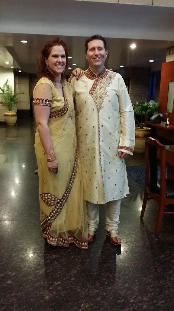 Michiel en ik in onze traditionele Indiase kleding!