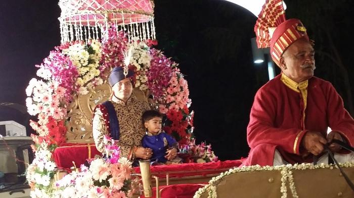 Pranav op het rijtuig