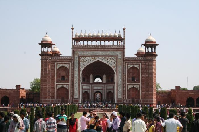 De toegangspoort tot de Taj Mahal (een van de vier... aan elke kant een)