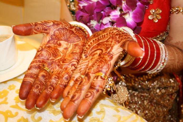 Ter vergelijking: de henna van de bruid!