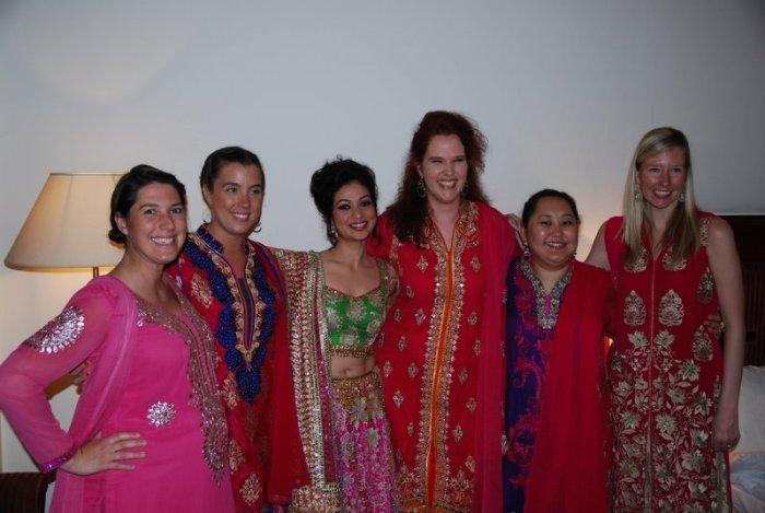 De meiden in kurta, met Priya naast mij