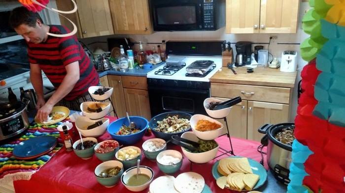Het nogal uitgebreide taco-buffet