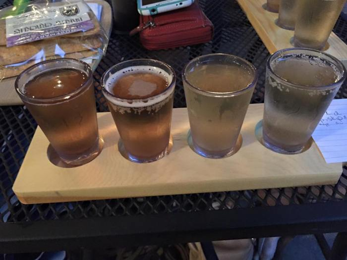 Emma's 'flight' van vier glaasjes cider bij Good Intent Cider