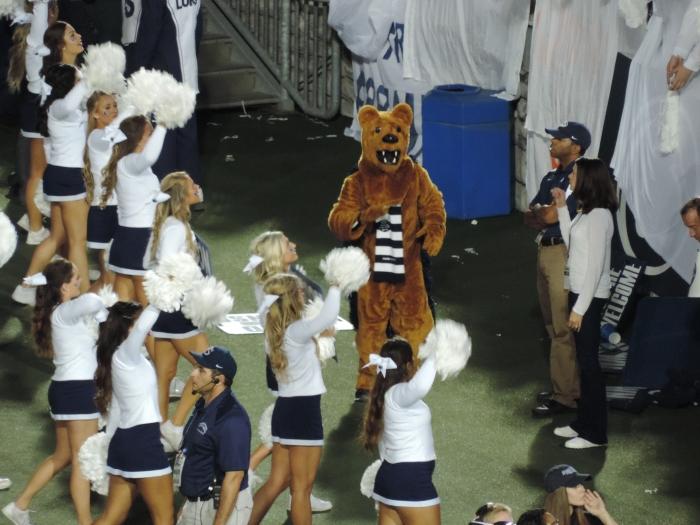 Uiteraard was onze mascotte, de Nittany Lion, er ook