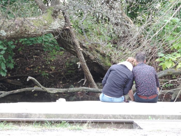 Hendrieke en Robin bij het riviertje in Bellefonte