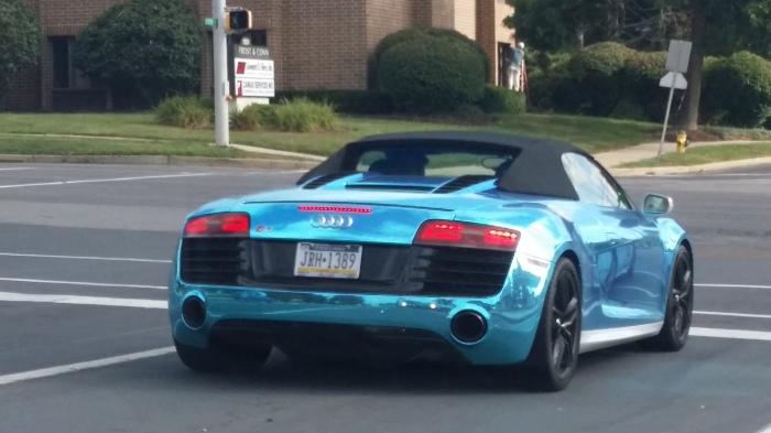 Een potentieel hele mooie Audi R8 cabrio, maar dan in metallic lichtblauw