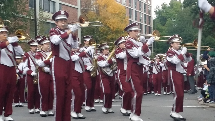 De marching band van de high school in State College