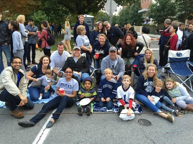Hari en Akshaya, Karen en Dave, Steph en familie en ik bij de homecoming parade