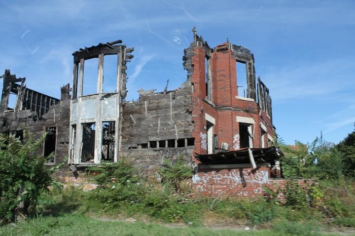 En helemaal ingestorte huizen