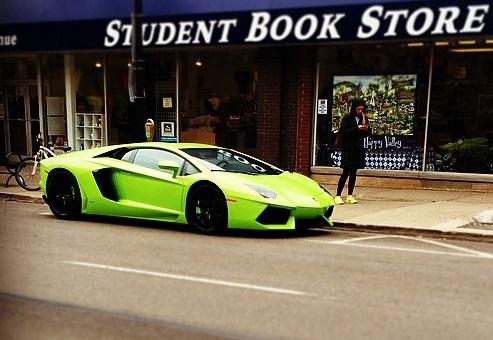 Een Lamborghini Aventador van minstens 400.00 dollar (WTF?!)