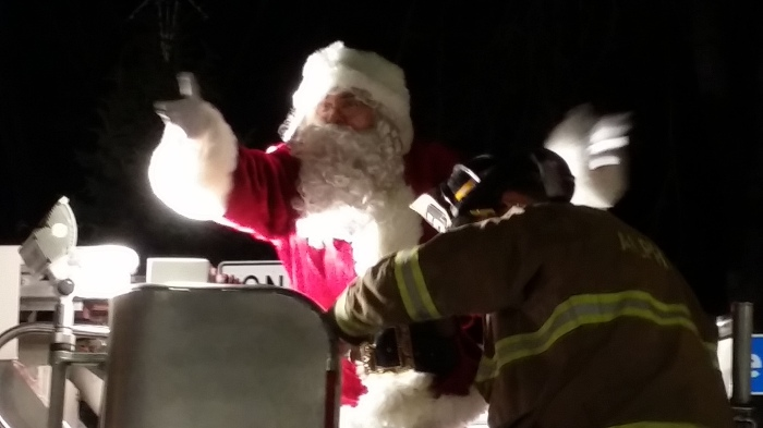 Met de brandweermannen als elfjes (of Zwarte Pieten)
