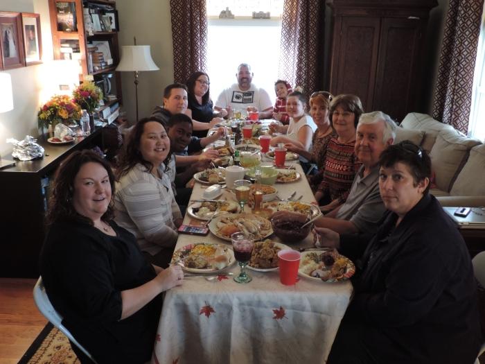 Een hele volle tafel!! Gezelligheid!