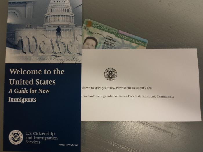 Het welkomstpakket met Michiel's green card