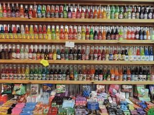 Een winkel met frisdrank uit de hele wereld en snoep uit de hele wereld (maar geen drop)