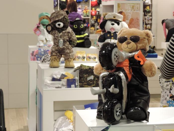 De beer-aankleed-afdeling
