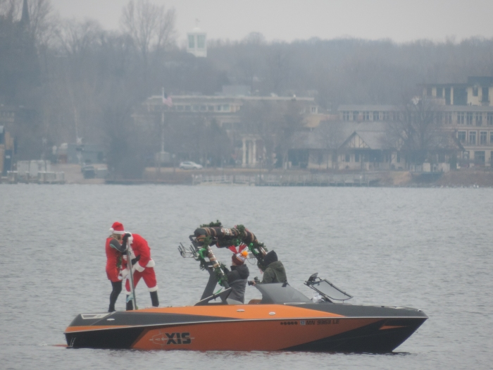Ondetussen was er ook een Santa op het meer achter het huis van de Newberry's
