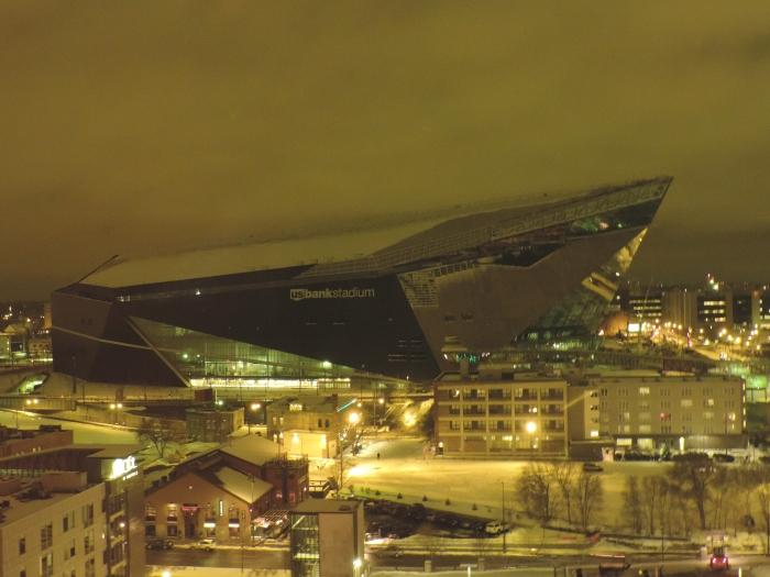 Het nieuwe footballstadion van The Vikings (het Vikingsschip), nu nog niet af...