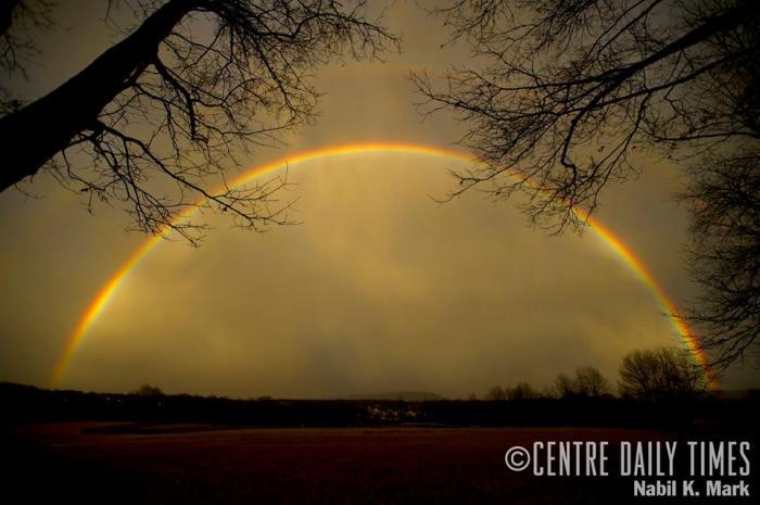 De regenboog boven Tudek Park - van de plaatselijke krant