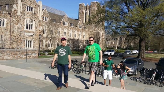 De groep op bezoek naar Duke University