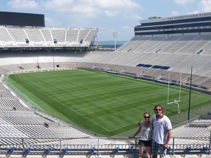 Klaas en Linda in het enorme Beaver Stadium
