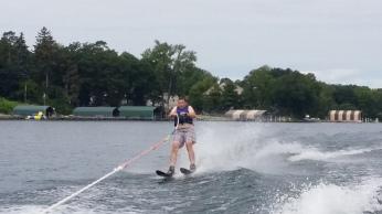 Michiel aan het waterskieen!