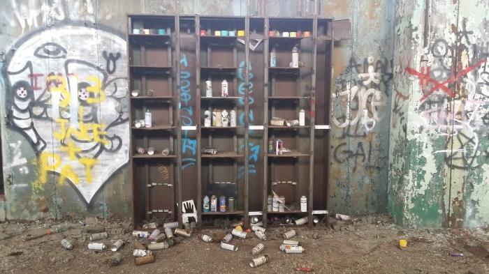 Gewoonte onder graffitikunstenaars: alle lege bussen verzamelen op een centraal punt
