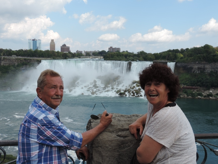 Pa en ma bij de Niagara Falls