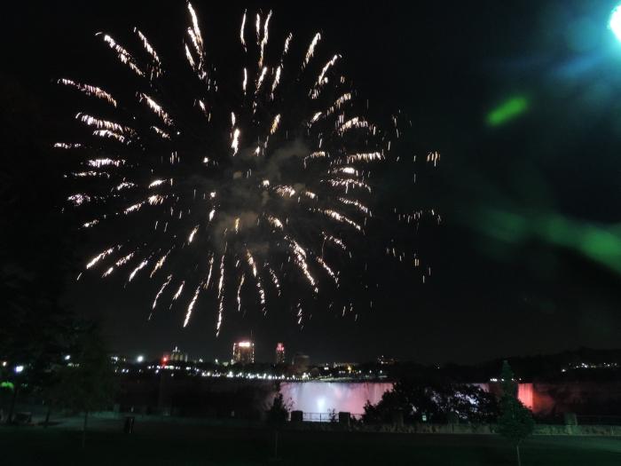 Vuurwerkshow boven de Niagara Falls