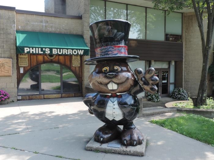 Groundhog in pak met hoge hoed